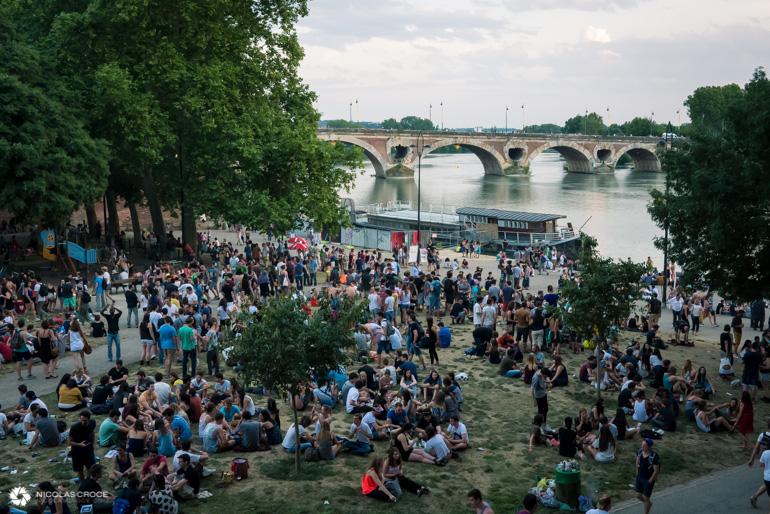 Toulouse - Fête de la musique - Les pelouses de la place de la Daurade
