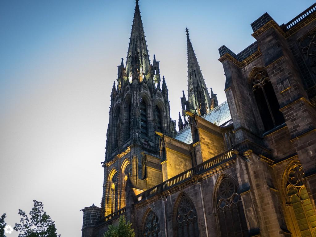 Une autre vue sur la Cathédrale Notre Dame de l'Assomption - Clermont-Ferrand